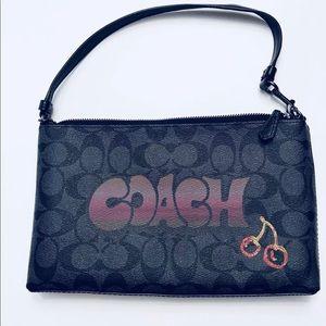 Coach Large Canvas Wristlet Smk Multi W/Graffiti